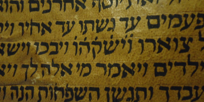 dots above words on the Hebrew Torah