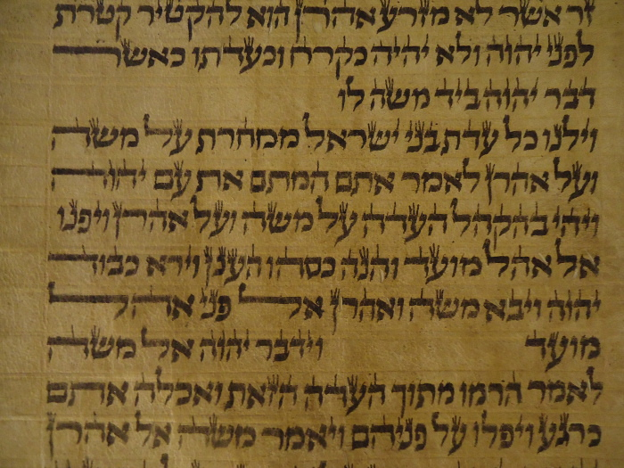 Torah scroll containing a petuha and setumah parashah break